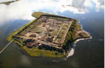 la fortaleza en el lago siberiano