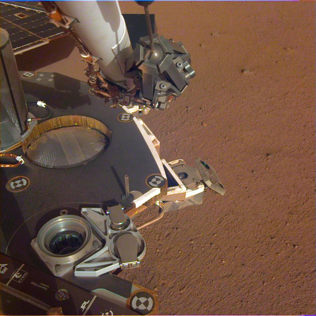 Mars InSight de la NASA estira su brazo