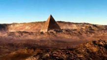 sale a la luz otra imagen de una piramide en marte construccion artificial o accidente natural