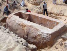 sarcofago descubierto en abydos de mas de 60 toneladas