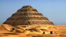 la magnifica piramide escalonada de zoser en saqqara