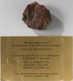 nueva prueba de que eeuu no estuvo en la luna la piedra lunar que armstrong regalo a los paises bajos es falsa