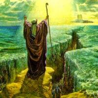 seres tecnologicamente avanzados ayudaron a moises a cruzar el mar rojo
