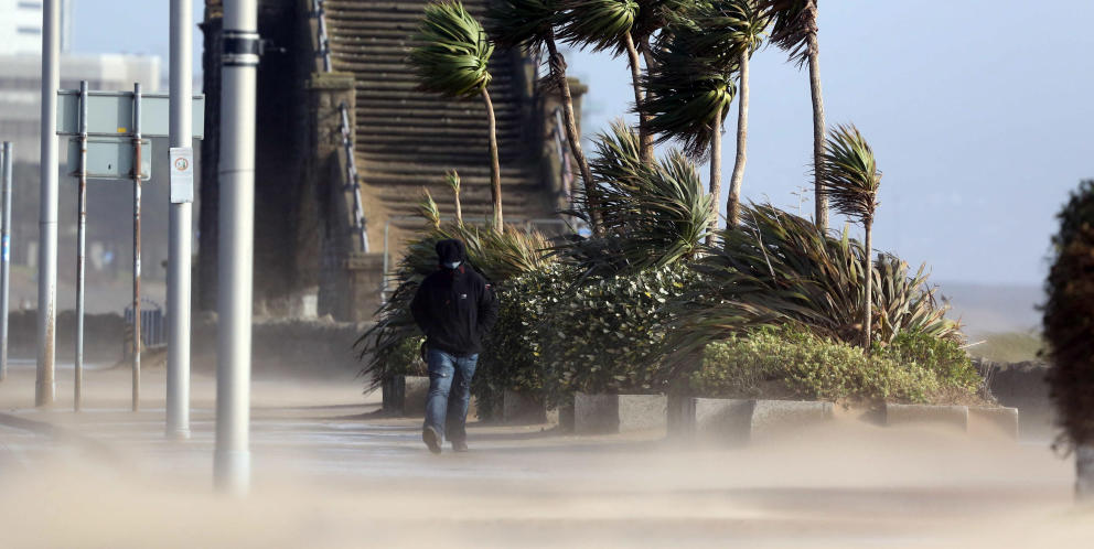Tormenta de arena en el sur de Gales. (Efe)
