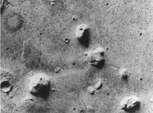 El profesor de Física de la Universidad revela que'Face On Mars' claramente tiene la boca llena de dientes