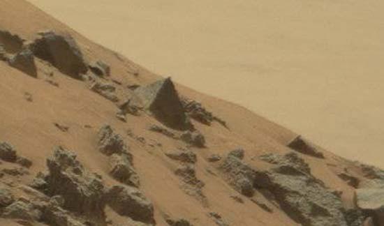 El rover Curiosity de la NASA fotografía una gran pirámide en Marte