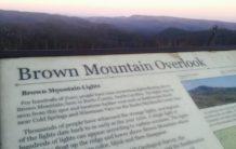 mujer comparte su increible experiencia paranormal que tuvo en brown mountain carolina del norte