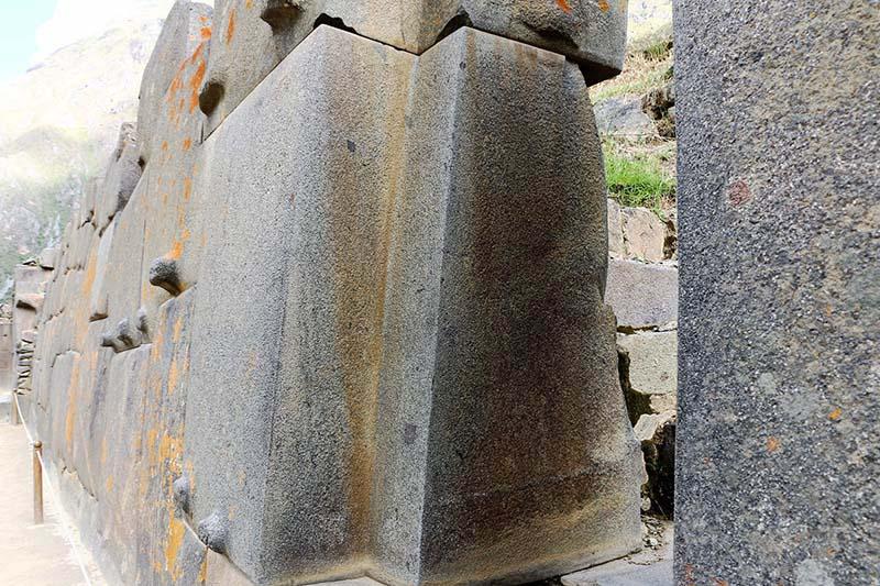 ¿Puede alguien explicar cómo Ollantaytambo fue construido hace miles de años?