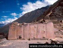puede alguien explicar como ollantaytambo fue construido hace miles de anos
