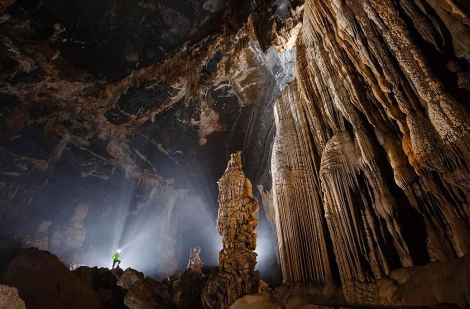 ¡Un mundo perdido! Fotografían por primera vez una enorme cueva descubierta en Vietnam