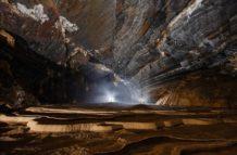 un mundo perdido fotografian por primera vez una enorme cueva descubierta en vietnam