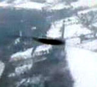Un viajero holandes capta un extraño OVNI desde un avión de pasajeros en Holanda