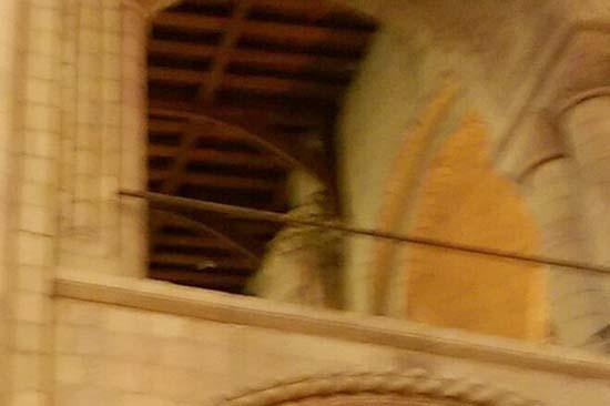 Una mujer fotografía el fantasma de un obispo en una catedral del Reino Unido