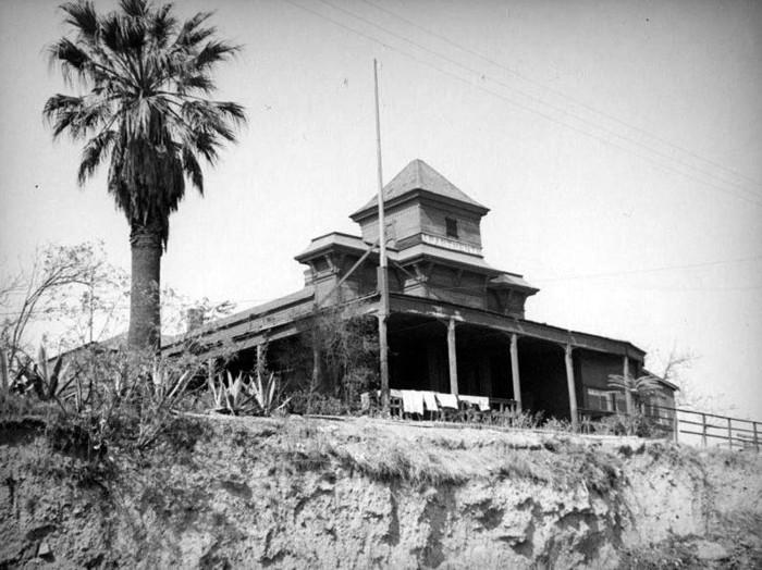 Ciudad Reptil de Los Ángeles: Conspiranoia al rojo vivo -