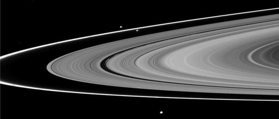 Los anillos y lunas de Saturno serian mas jovenes que los dinosaurios