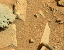 que es esto curiosity capta un objeto similar a una pierna en marte