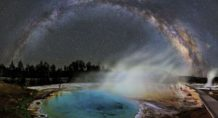 sorprendente via lactea en cielos del volcan yellowstone