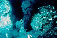 vida en la tierra se origino en respiraderos de aguas profundas y podria estar ocurriendo en mundos alienigenas sugieren cientificos