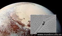 algo extrano esta arrastrandose en la superficie del planeta enano pluton