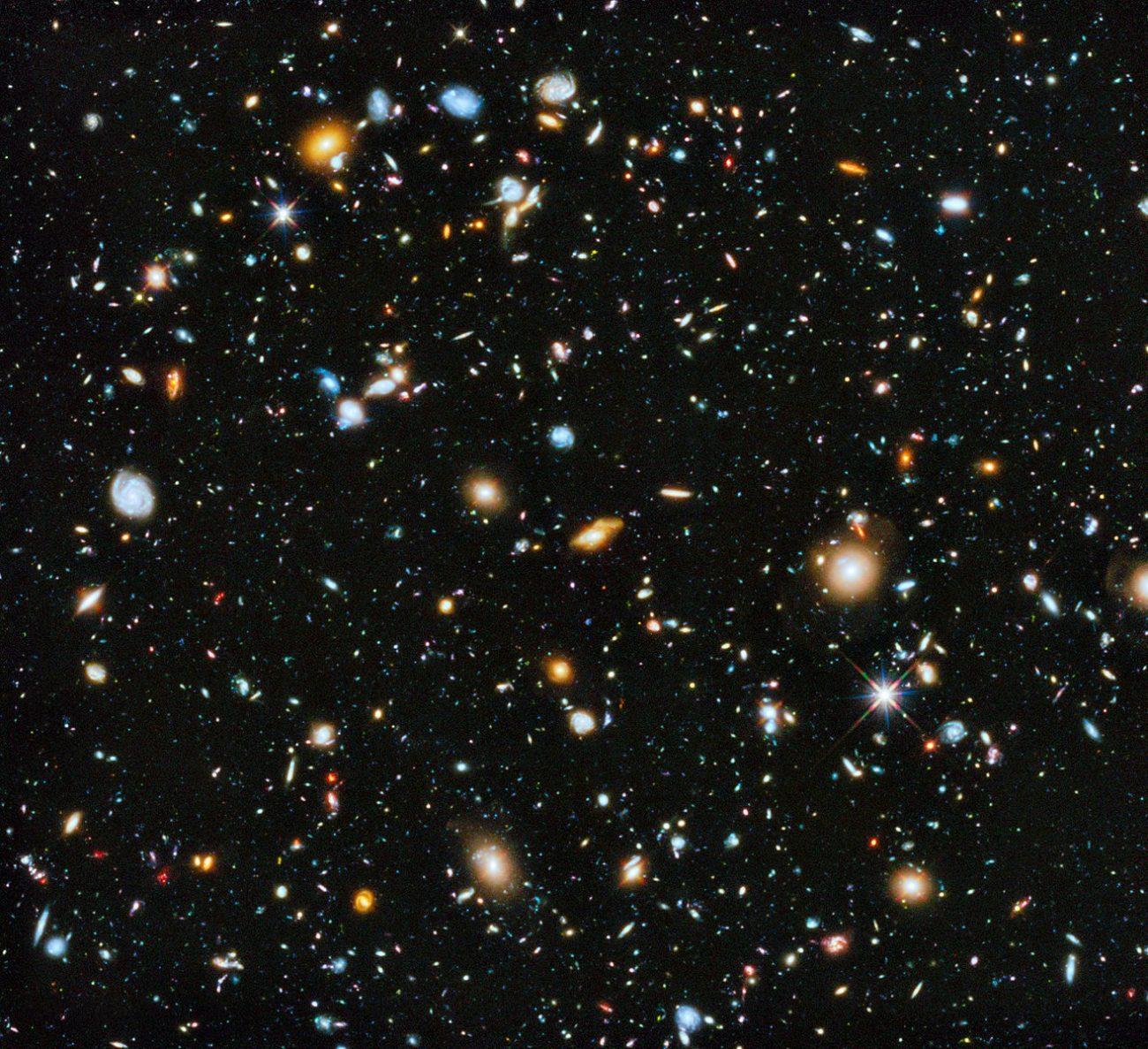 Imagen compuesta que muestra el espectro de luz visible y de infrarrojo cercano Esta es una imagen compuesta que muestra el espectro de luz visible y de infrarrojo cercano recopilada de los instrumentos ACS y WFC3 de Hubble durante un período de nueve años.