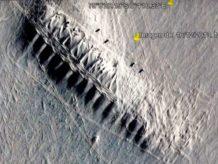insolita construccion en la antartida alineada por mas de 1 200 metros