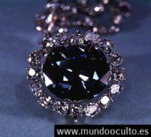 la aterradora maldicion de un diamante negro