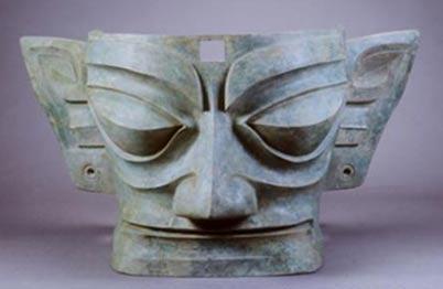 Una máscara de bronce de Sanxingdui