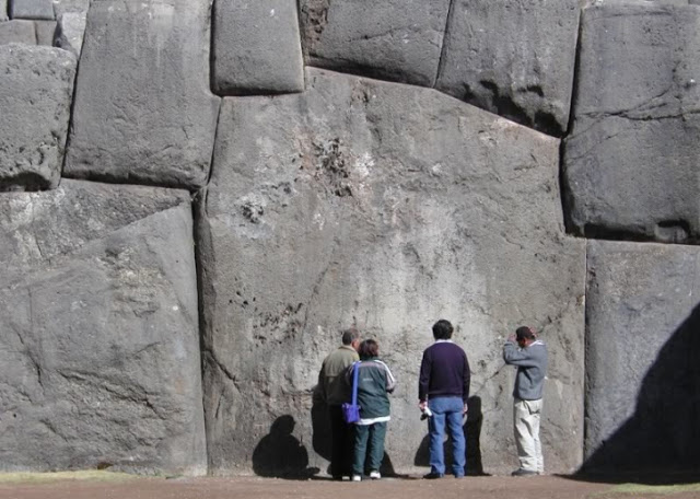 Descubren en Sacsayhuamán un sistema de escritura oculto de 30.000 años