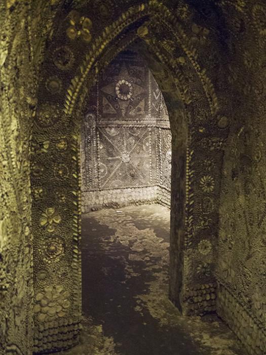 En 1835 un campesino halló un túnel bajo la tierra. Lo que vio al otro lado asombró a un mundo entero.