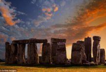 en stonehenge tambien hay monolitos debajo de la tierra