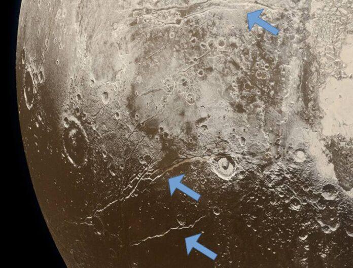 pluton habria sido un planeta calido con oceanos liquidos