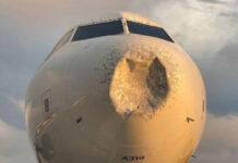 avion comercial golpeado por un objeto misterioso en pleno vuelo ee uu