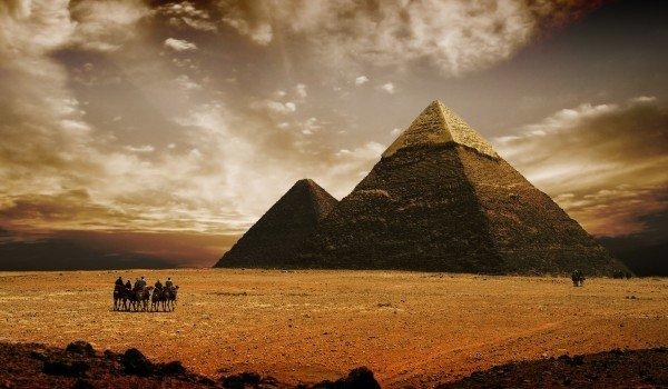 Los Invasores De Las Pirámides Mueren Muertes Misteriosas Mientras Destrozan La Paz De Los Faraones