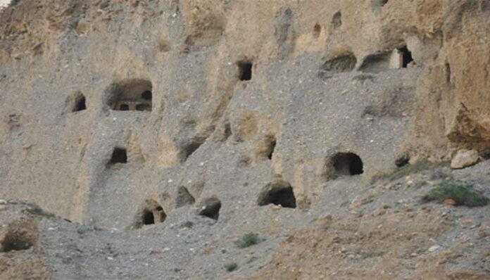 misterio arqueologico 10 000 cuevas fueron excavadas en el himalaya hace mas de 2 000 anos