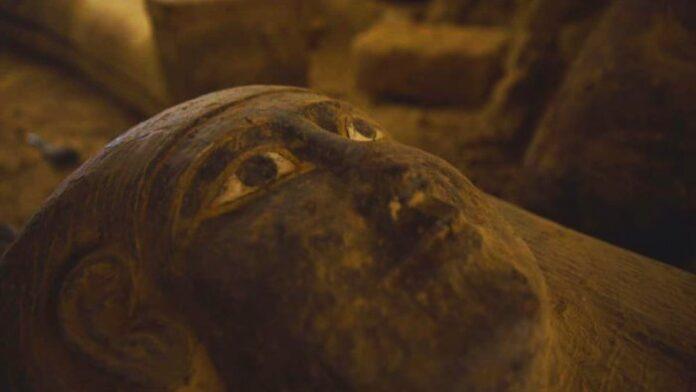 descubren 13 ataudes totalmente sellados e intactos de 2 500 anos en egipto