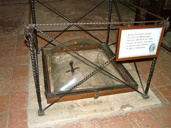 Espada en la Piedra: misteriosa hoja metálica incrustada en una roca ¡como Excálibur!