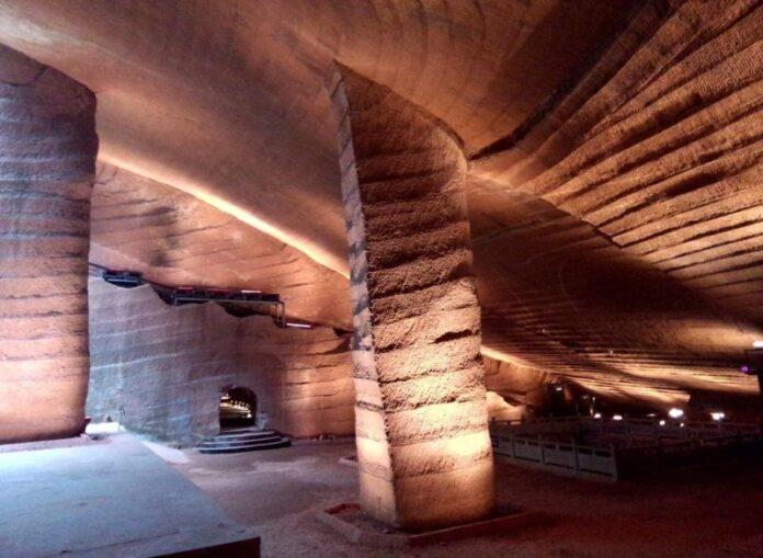 borradas de la historia quien construyo estas antiguas y sofisticadas cuevas en china