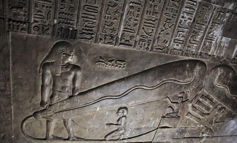 ¿Electricidad en la antigüedad? ¿Es Dendera Light la evidencia que necesitamos o es un completo engaño creado por arqueólogos? ¿Qué pasa con las misteriosas baterías de Bagdad? Crédito: Pinterest