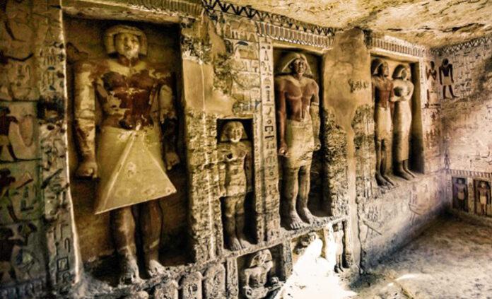 a donde conducen las puertas falsas en las tumbas del antiguo egipto y quien podria atravesarlas