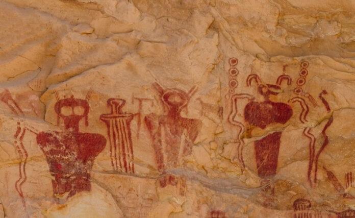 enigmaticos petroglifos de 8 000 anos revelan seres desconocidos en sego canyon utah