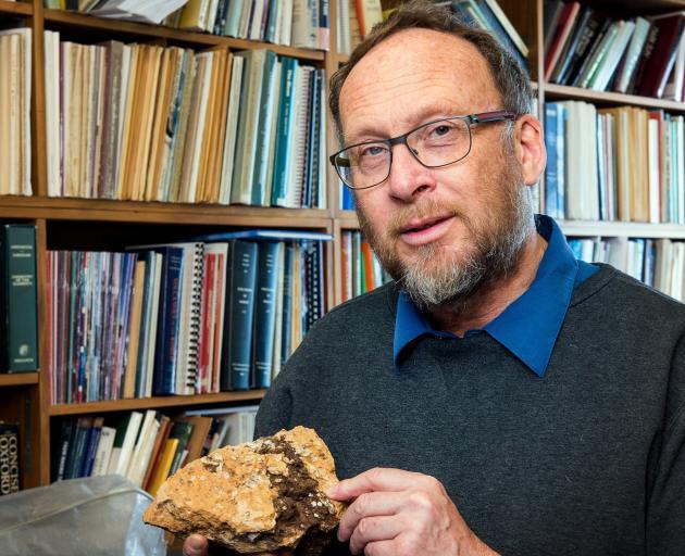 hace dos millones de anos el yellowstone tuvo una supererupcion y duro decadas
