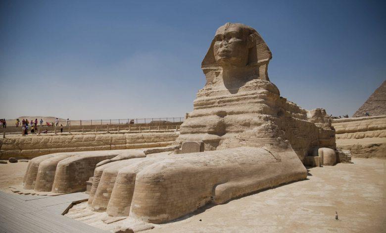 La Esfinge egipcia es quizás la estatua más grande sin nariz. Los expertos teorizan que los egipcios rompieron deliberadamente las narices de las estatuas de faraones. Descubra por qué a continuación. Crédito: Shutterstock