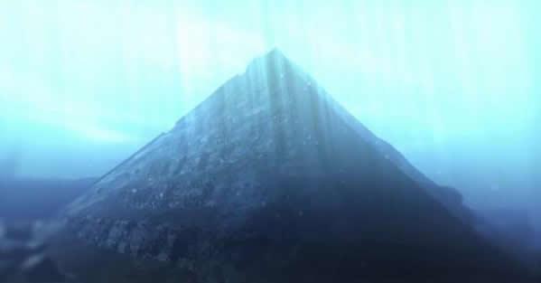 Pirámide sumergida en el lago Fuxian, China