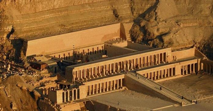 hatshepsut el enigmatico caso de la faraona borrada de la historia