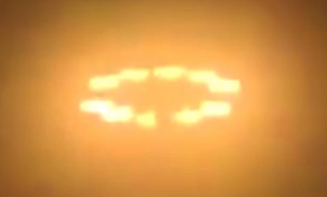 fuertes explosiones anillos brillantes y asteroides el campo magnetico de la tierra comenzo a desaparecer periodicamente