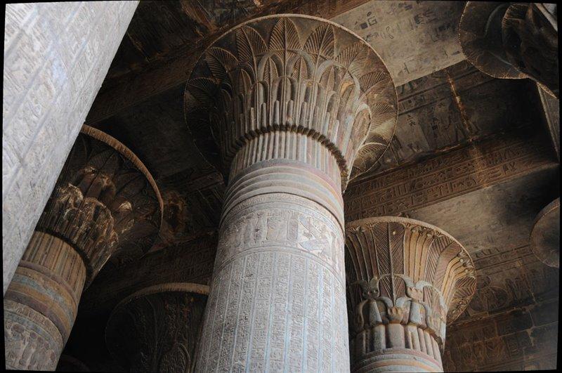 columnas del pronaos del templo de Esna
