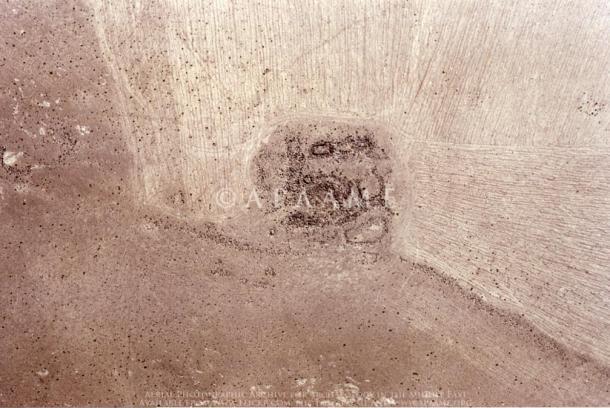 Restos de una de las torres situadas a lo largo del muro de Khatt Shebib
