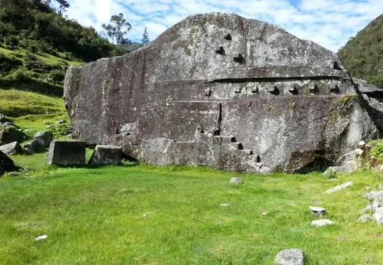 Megalith Yurak-Rumi. Perú.