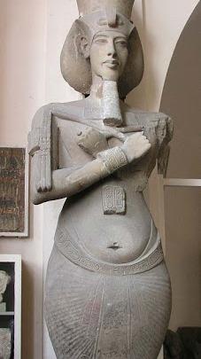 ¿Fue Akenatón un híbrido extraterrestre? El retrato de un raro Faraón