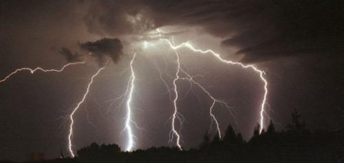 ¿Fue el rayo la clave para avivar la vida en la Tierra?